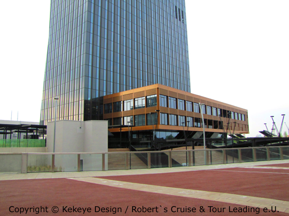 DC Tower Wien, Vienna - Eingang Hotel Meliá / Foto © Kekeye Design / Robert`s Cruise & Tour Leading e.U.